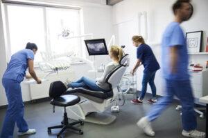 Cuándo acudir al dentista de urgencias o al hospital